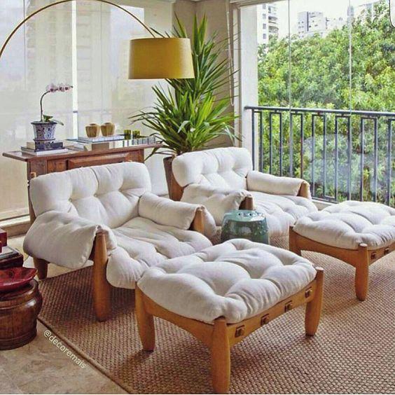 Perfeito para relaxar nessa tarde de domingo!  Imagem Pinterest  #fotonaoautoral  #OLIOLITEAM #arqlovers #decorlovers #inspiracao #varanda #ambientação #arquitetura #homedecor #design #instadesign #olioli_lifestyle