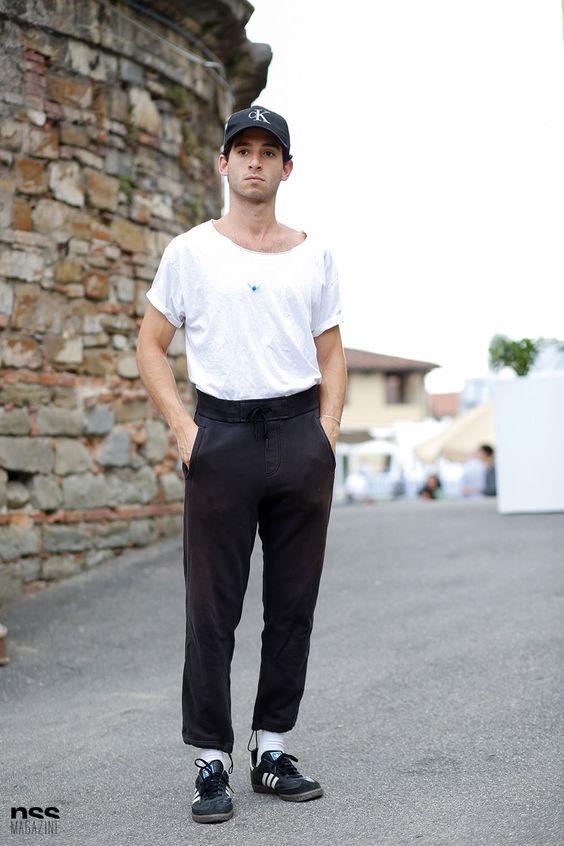 白Tシャツ海外メンズコーデGabriel Puche - Streetstyle in Florence