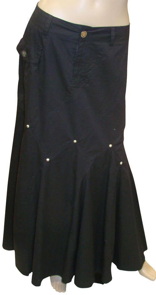 Pretty skirt! I like the flared hem and the grommets.