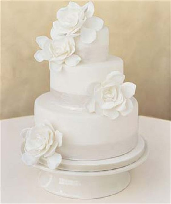 simple-white-wedding-cakes-with-roses-e1325978858862.jpg (600×714)