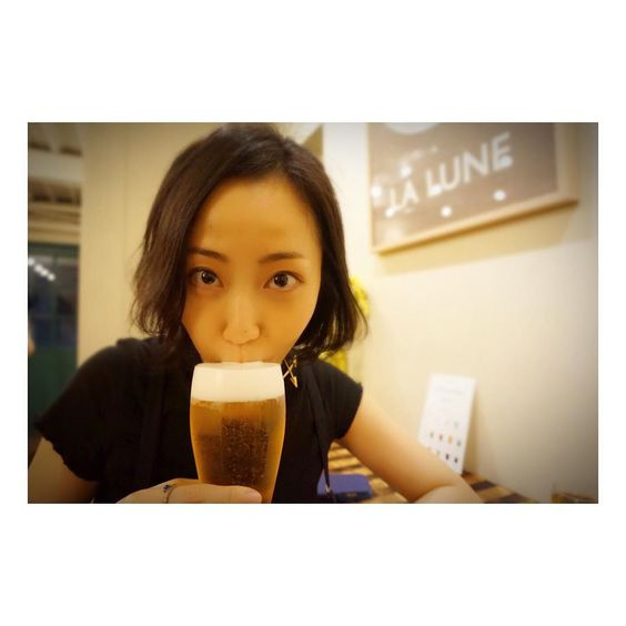 ビールを呑む木南晴夏