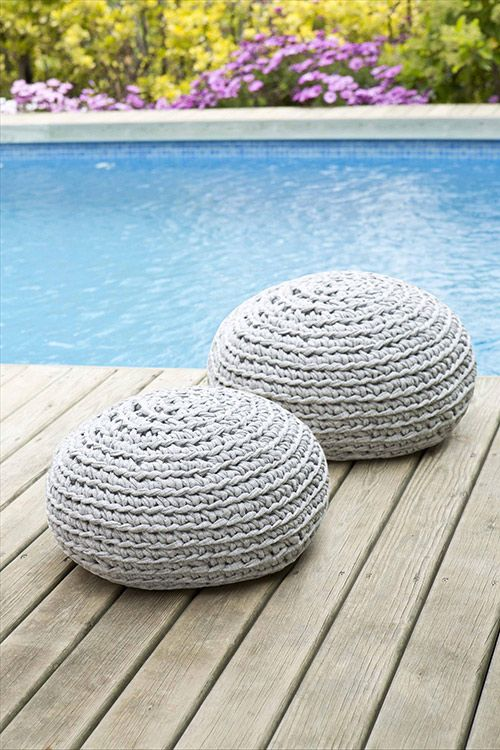 pouf d co maison par hoooked zpagetti tricot couture etc maison pinterest poufs and. Black Bedroom Furniture Sets. Home Design Ideas