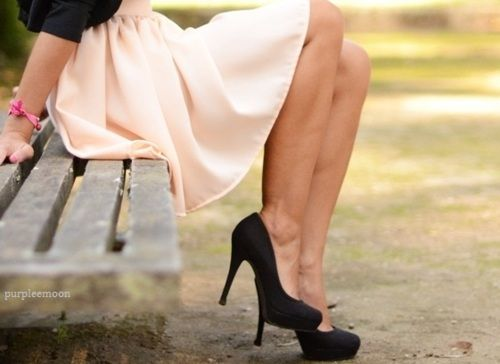 i want this skirt!!: Pink Skirts, Dream Closet, Pale Pink, Spring Summer, Black Heels, Kinda Style, High Heels, Black Pumps, Flowy Skirt