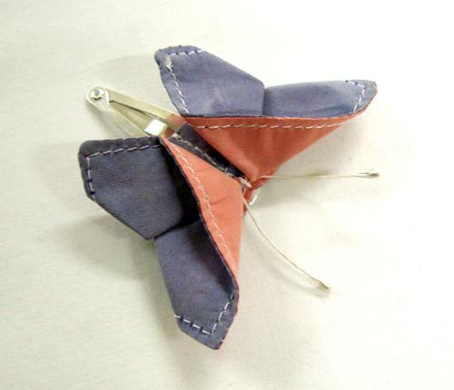 Sewn Origami Butterfly hair clip // great to accessorize hair, clothing, bags, mobile etc. so cute! I'd love this pattern.