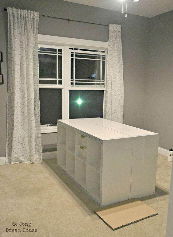 Meine Glasplatte+Mappe als cutting table dazu: 2 Ikea Expedit