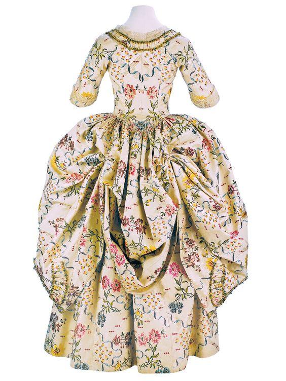Robe a la polonaise ca. 1776-80    From the Museo de la Moda