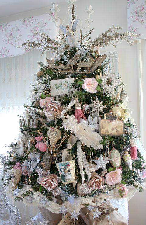 Pink christmas love the little tree everything for Shabby chic christmas