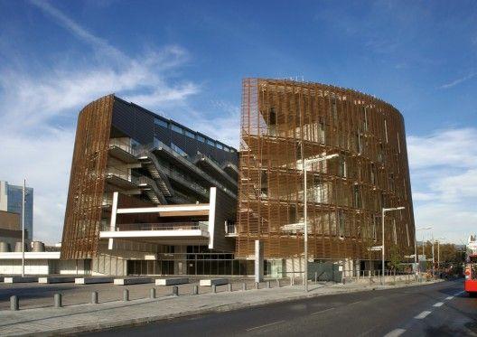 Biomedical Research Park in Barcelona by Manel Brullet & Albert de Pineda