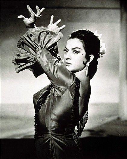 """María Dolores Flores Ruiz, más conocida por el nombre artístico de Lola Flores (Jerez de la Frontera, Cádiz, 21 de enero de 1923 - Alcobendas, Madrid, 16 de mayo de 1995) fue una cantante de copla, flamenco, bailaora y actriz española, artísticamente apodada """"La Faraona""""."""