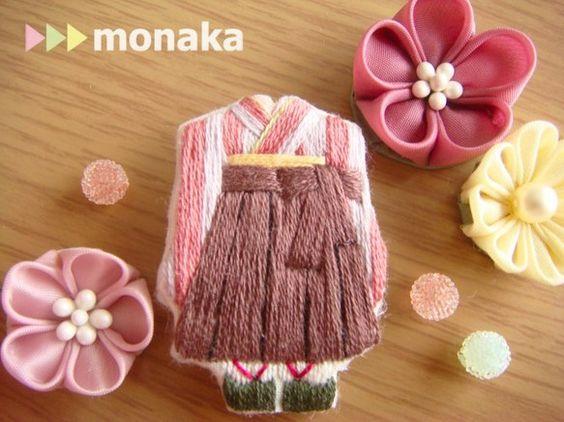 刺繍ブローチ 袴の少女 萌香ちゃんのページです。ストライプの着物に茶色の袴でしっとり可愛く。萌香ちゃんのお友達もいます(画像2枚目)サイズ/約4㎝×... ハンドメイド、手作り、手仕事品の通販・販売・購入ならCreema。