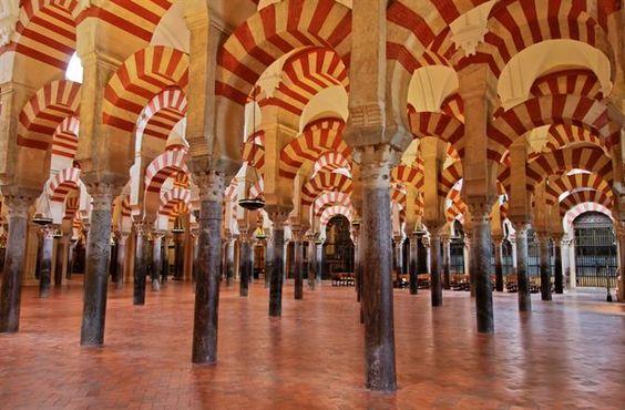 Intérieur de la Mezquita ou Mosquée de Cordoue - Andalousie (Espagne)