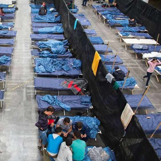 Nach der Registrierung in Deutschland kommen viele Flüchtlinge nicht in ihrer vorgesehenen Unterkunft an.