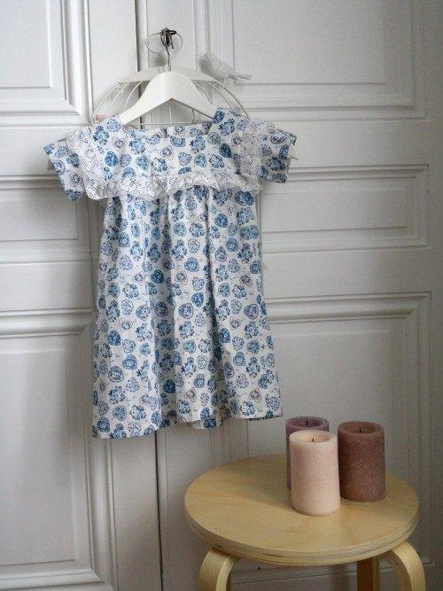 Petite robe bleu à volants, réalisation d'un patron