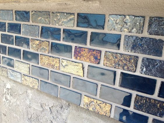 Boundary tiles for swimming pools