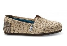 """I already have several pairs of leopard print shoes, but I NEED some Toms! Maybe I will just go with the """"natural""""."""