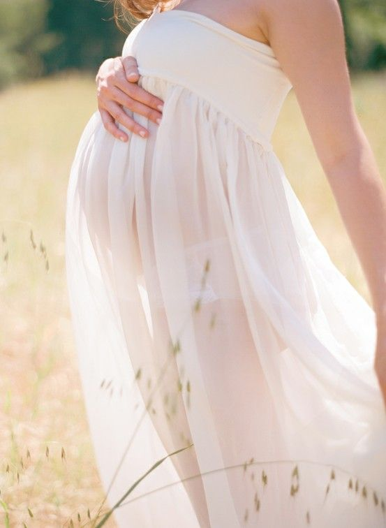 This is such a gorgeous maternity shot, I just had to repin!