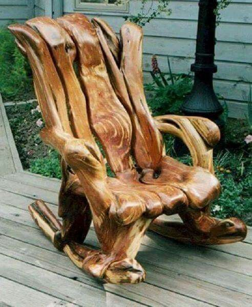 Amazing wood carved chair.  #chainsawwoodcarvings