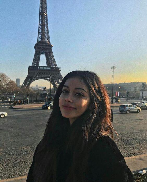 #wattpad #fanfiction -Je vous présente notre nouvelle kinéshiterapeuthe, Vanina Serour.  -Eh beh, je crois qu'on a perdu Lucas là!  8h30, Clairefontaine, France?