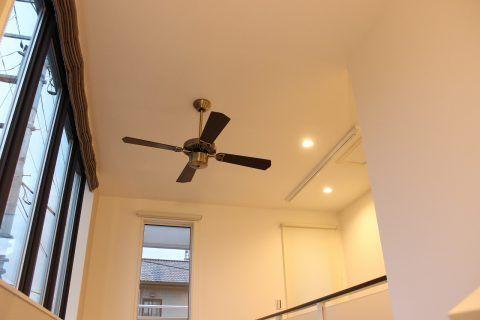 吹き抜け天井にシーリングファンを設置する場合の選び方 天井