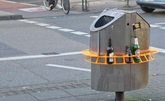 Put your beer bottle on the ring and people can take it back to collect the deposit excellent - Small urban spaces image ...