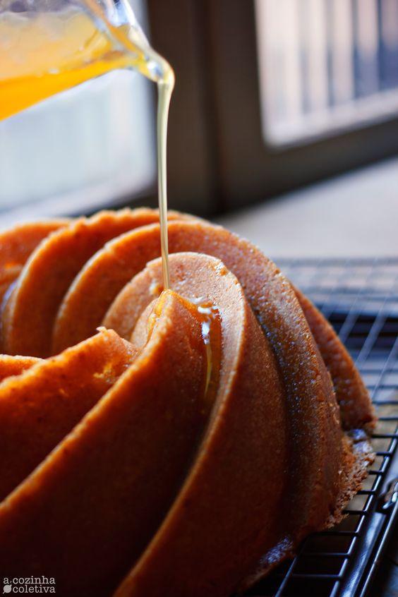 Olá, tudo bem?  Bundt Cakes são bolos grandes, assados em fôrmas de buraco no meio e que, semelhante às receitas de Pound Cake [o clássi...
