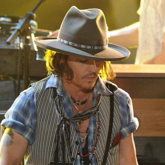 Johnny Depp struggles with horse riding | Promi Nachrichten
