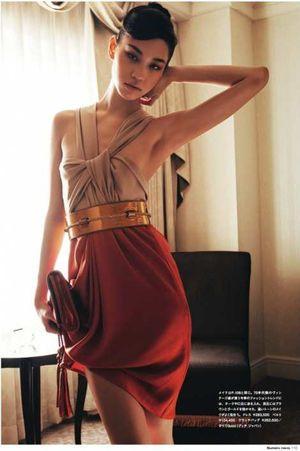 ドレスに身を包んだ水原希子のかわいくてかっこいい画像
