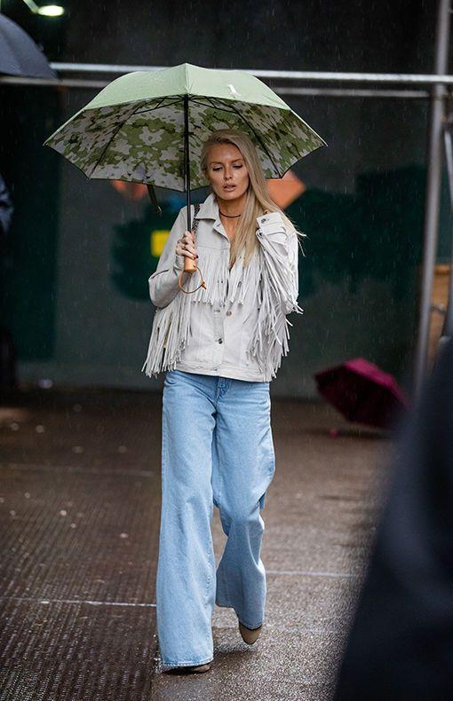 Jeans Trends 2020 Diese Denim Hosen Sind Jetzt Angesagt In 2020 Jeans Trend Kleidung Fur Kleine Frauen Mode