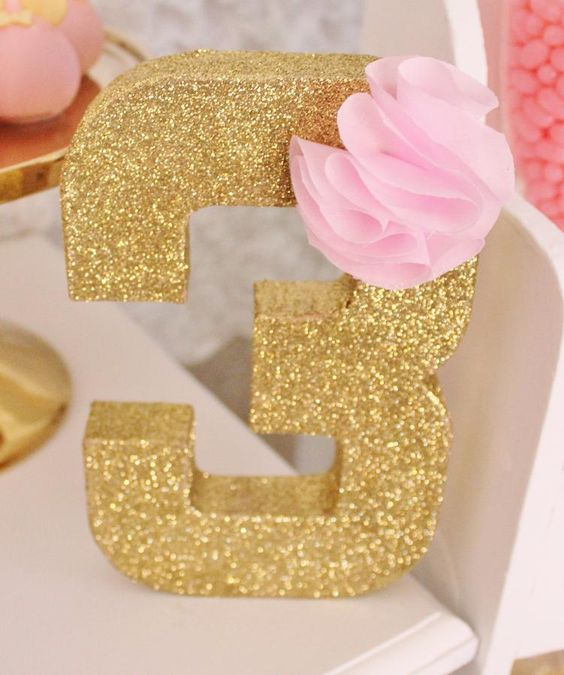 Decoracion Minnie Gold ~ Iniciales, Purpurina and 3er cumplea?os on Pinterest