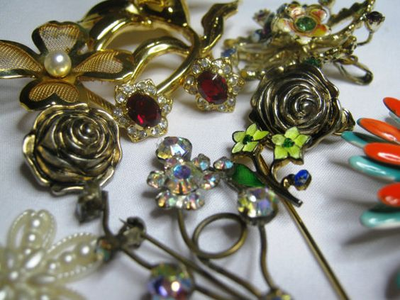 Vintage Flower Jewelry Destash by bassamundovintage on Etsy, $18.00