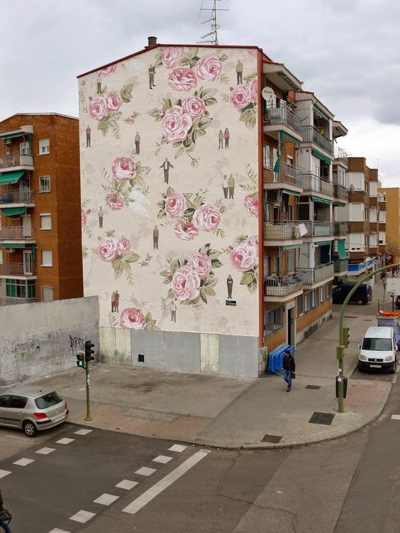 Romantische Blumentapete : Wall Mural On Outside of Building