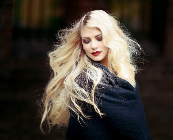 Eine Haarbürste, die sich selbst säubert! | Read-The-Trieb