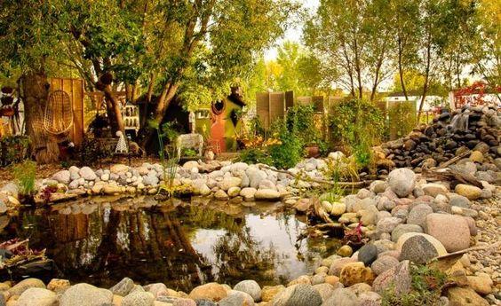 Gartenlandschaft mit grüne Pflanzen und Bäume
