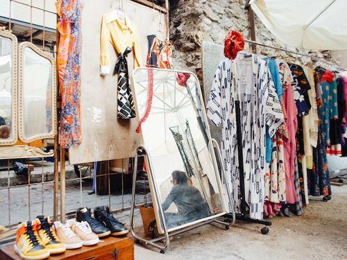 تفسير السوق في الحلم للبنت العزباء و الحامل و المتزوجه و المطلقه Istanbul Interior Accents Closet Designs