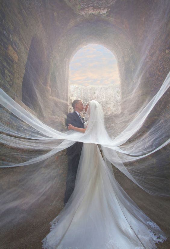 Incredible Wedding Photos of Couples That Go Above & Beyond - Veiled: