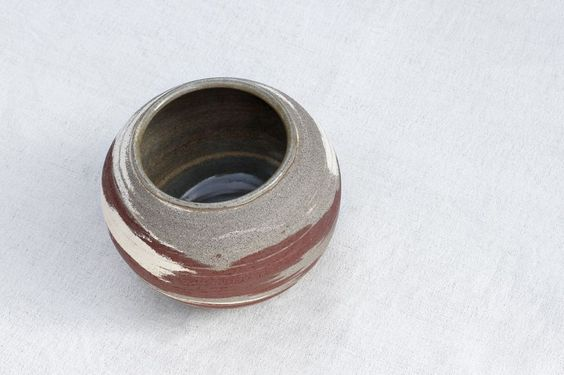 Salzer's Krukmakeri - Round Marbled Pot