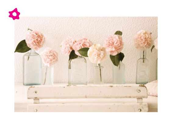 Arreglos de flores para boda en botellas pequeñas