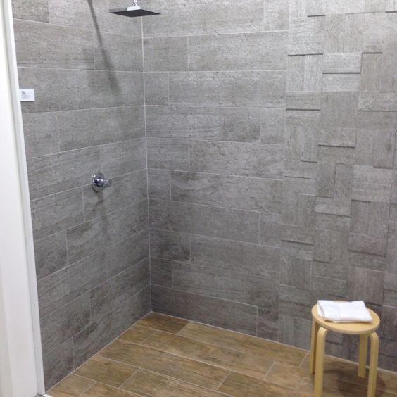 Beton look tegels gemixt met houtlook tegels in de badkamer badkamer tegels pinterest met - Badkamer retro chic ...