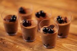 Petites verrines de mousse au chocolat aux cerises amarena