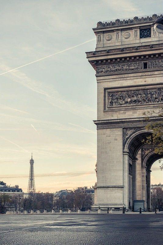 "At dawn, the ""Arc de Triomphe"". #Paris #Sunrise"
