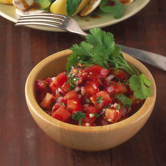 Tomatensalat mit Chili und Koriander