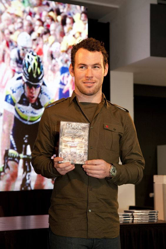 Cavendish wows fans at DVD signing: picture special | Latest News | Cycling Weekly