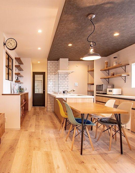 木目調 異素材の組み合わせがシックなキッチンダイニング 三重で
