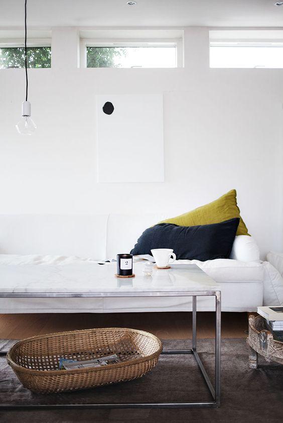 Luxus Einrichtung mit hinterbeleuchtetem Sofa