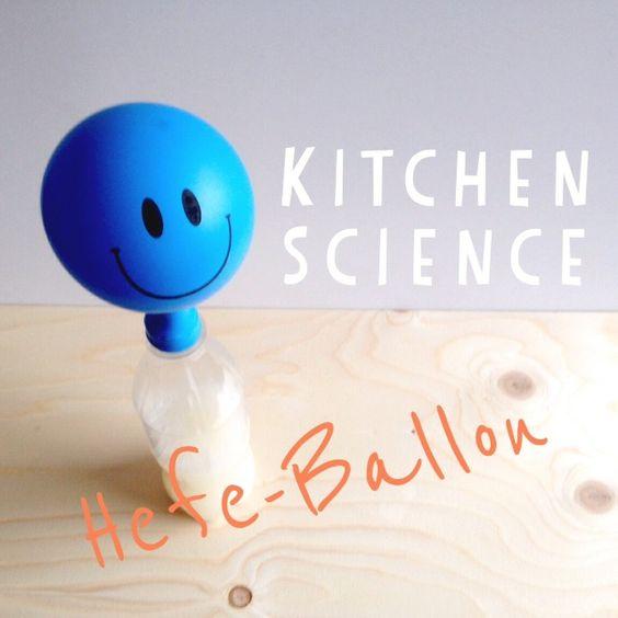 - frische Hefe ca. 10g - 1 TL Zucker - 100 ml lauwarmes Wasser (30°C) - PET-Flasche 0,5 L - Luftballon (Das Gummiband im Bild brauchte es dann nich...