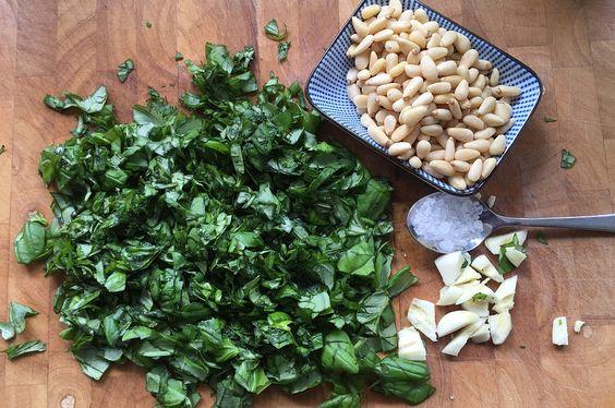 Basilikum-Pesto - Pesto alla Genovese selber machen-Basilikum-Pesto-BasilikumPesto02