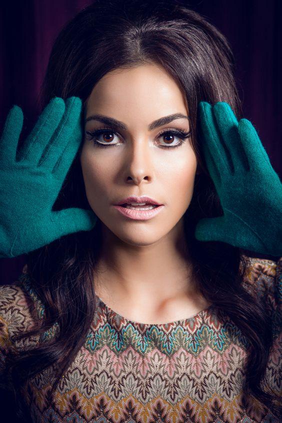 Photographer: AndresHenao.com  Model: Adriènne Dupré Ferreira  Styling: Stephanie Tatta   Hair and Makeup: SusanaBetancourt.com  #70s #retromakeup #makeup #vintage
