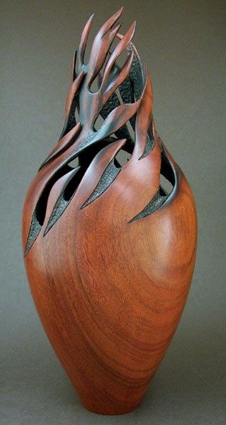 """Escultura de madeira chamado """"Whirlwind"""", de Jack de Vos (2004)"""