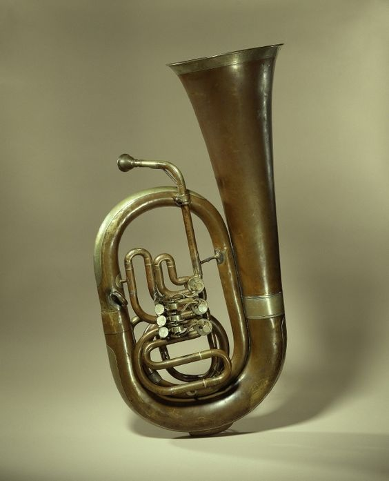 Tuba |  Anton Scherlein, manufacturer, maker of musical instruments  1850/1860.  Produced in Augsburg. © Foto: Musikinstrumenten-Museum des Staatlichen Instituts für Musikforschung - Preußischer Kulturbesitz