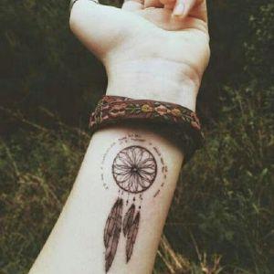 los-mejores-tatuajes-de-atrapasueños-para-mujeres-76